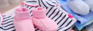 Quoi offrir comme vêtements à un bébé
